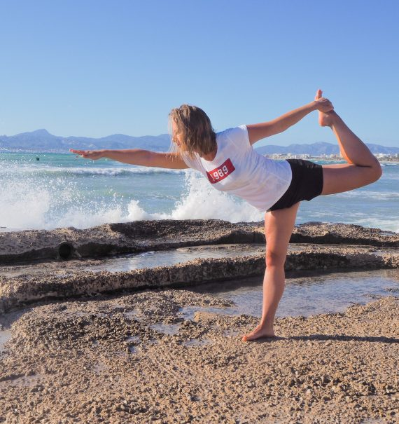 Yoga girl sea